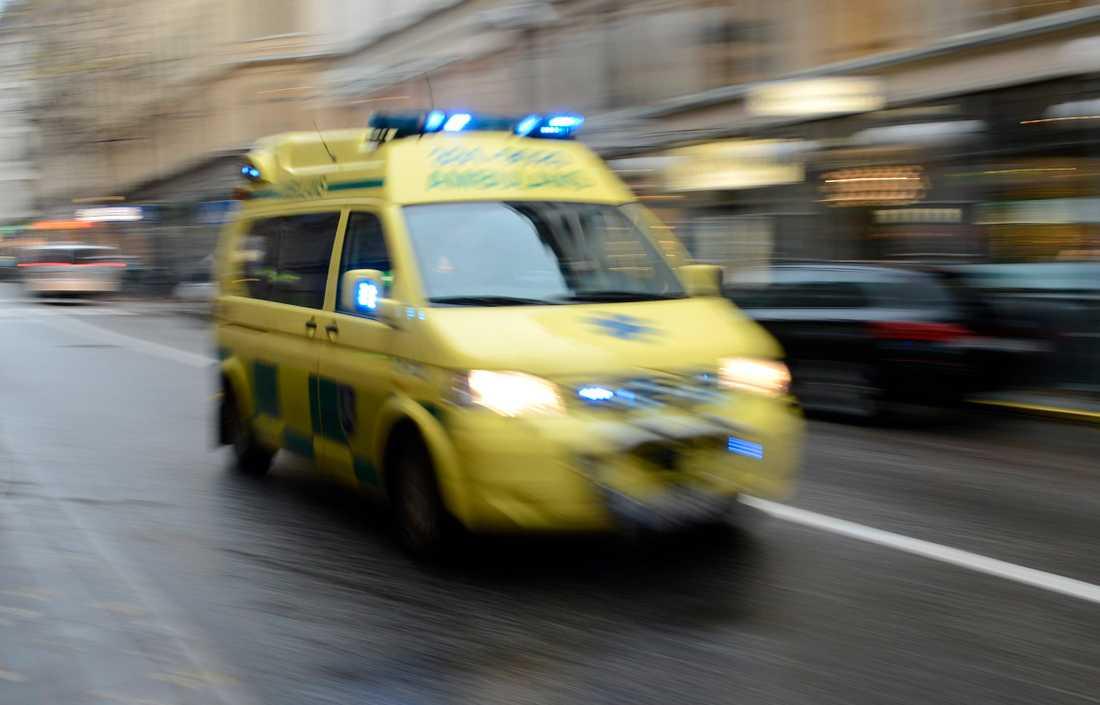 Mannen fördes till sjukhus med svåra skador. Arkivbild.