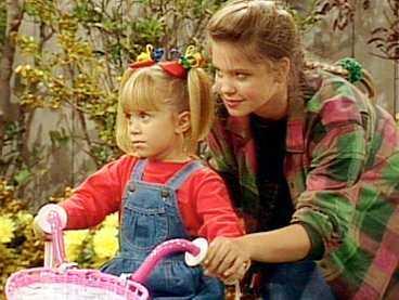 """Mary-Kate Olsen och Candace Cameron som Michelle och D.J. i """"Huset fullt"""" 1991."""
