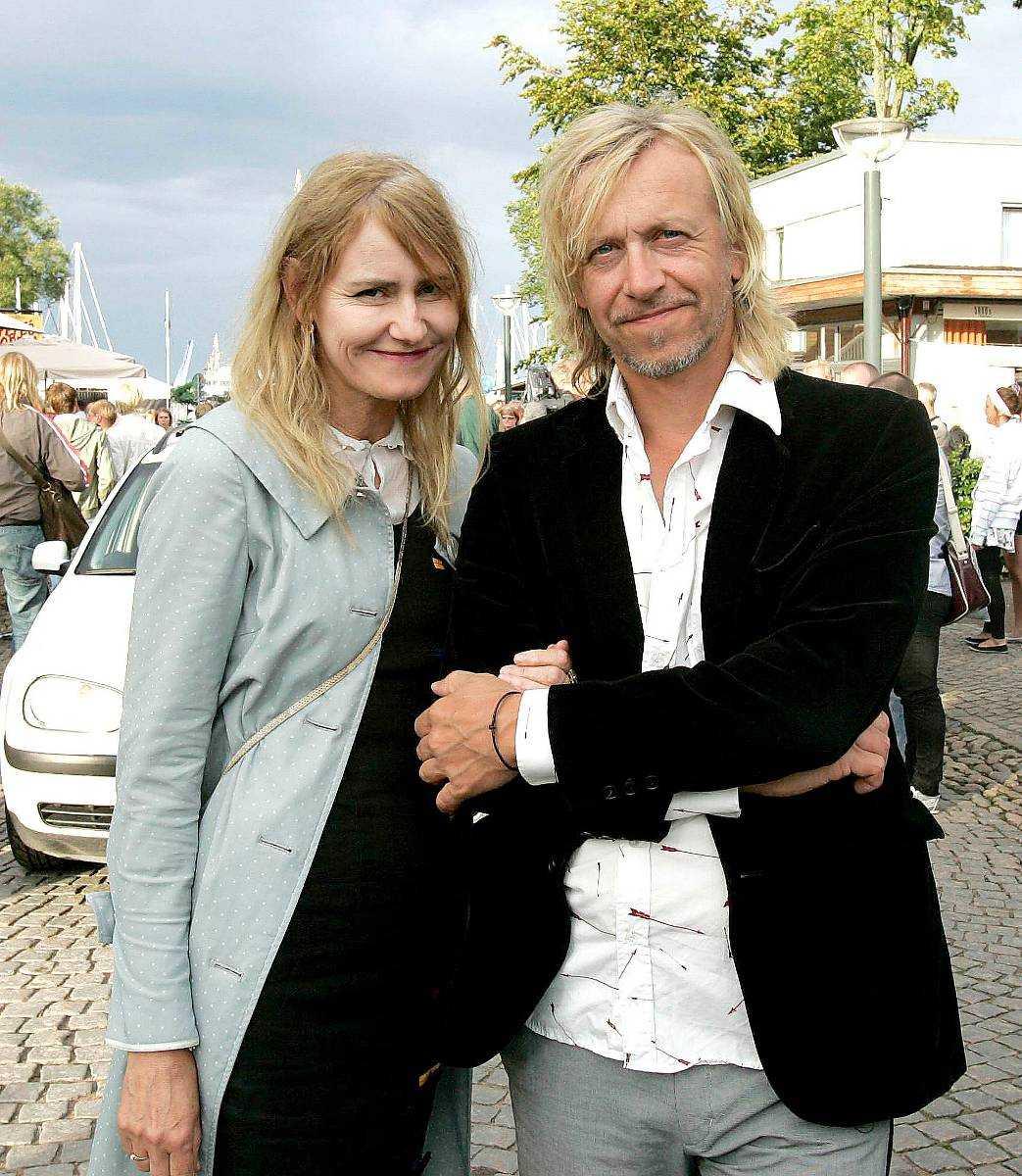 Ernst Billgren, 55, blev sambo med nya kärleken Julia Hellberg, 29, redan innan skilsmässan från Helene Billgren, 60, gick igenom.