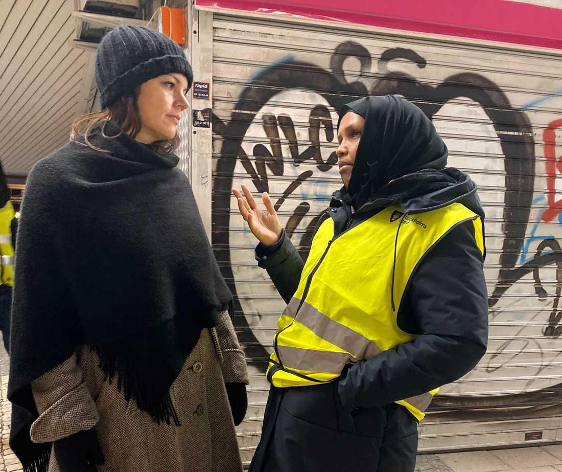 """Veronica Palm nattvandrade nyligen med Mammor i Rågsved, som sedan fyra år tillbaka arbetar ideellt för att göra sitt område tryggare. """"De är hjältar""""."""