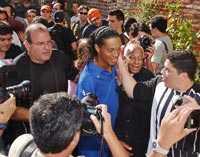 OMSVÄRMAD Ronaldinho, superstjärnan från Barcelona, var förstås i fokus när brassarna hade presskonferens.