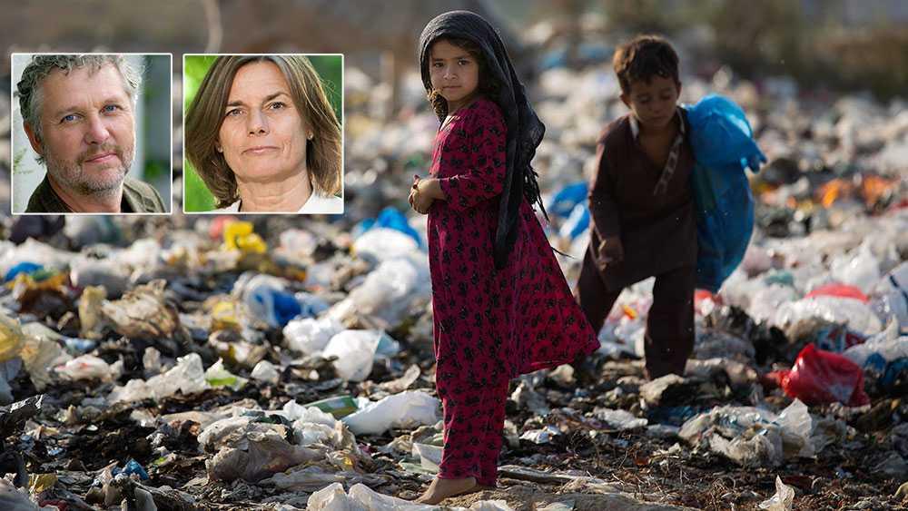 Svenska folket har länge stått upp för solidaritet med världens fattiga och den bärande principen att en procent av Sveriges BNI ska gå till världens mest utsatta människor. Det förfärar oss att M nu tar rygg på SD och föreslår att slakta biståndsbudgeten, skriver Isabella Lövin och Peter Eriksson (MP).