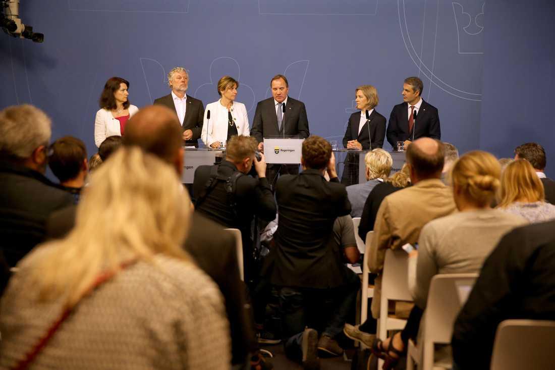 Löfven presenterar nya statsråden.