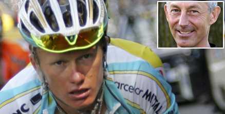 DOPAD Till slut kunde inte Alexander Vinokourov gömma sin mörka hemlighet. I lördags åkte han dit i ett dopningstest. Han har bett att b-provet inte ska analyseras, vilket ses som ett erkännande i cykelkretsar. I går beslagtog den franska polisen väskor som tillhör kazaken. Cykelförbundets sportchef Hans Falk (infälld) kräver nu ett stopp för alla proffstävlingar tills årsskiftet.