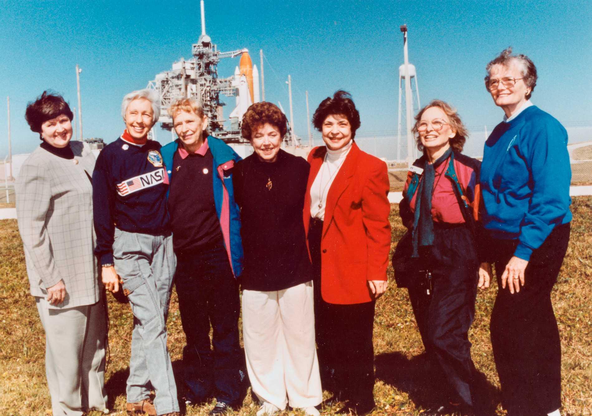 Kvinnorna från Mercury 13 programmet vid en återträff inför en raketuppskjutning 1995. Trots att de var tränade astronauter fick de aldrig resa till rymden.