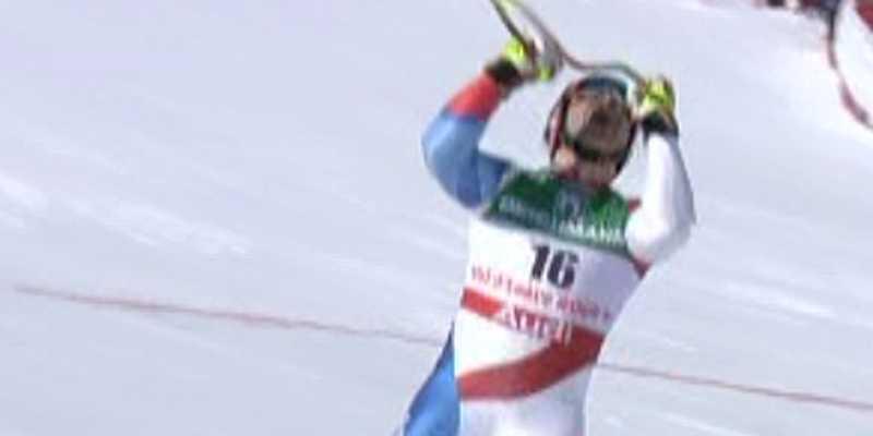 Schweiz Didier Cuche jublar efter målgången.