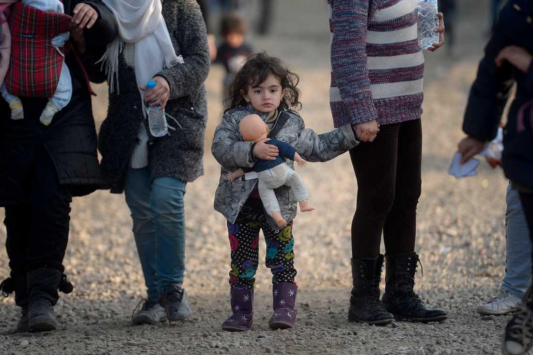 Flyktingar vid gränsen mellan Grekland och Makedonien.