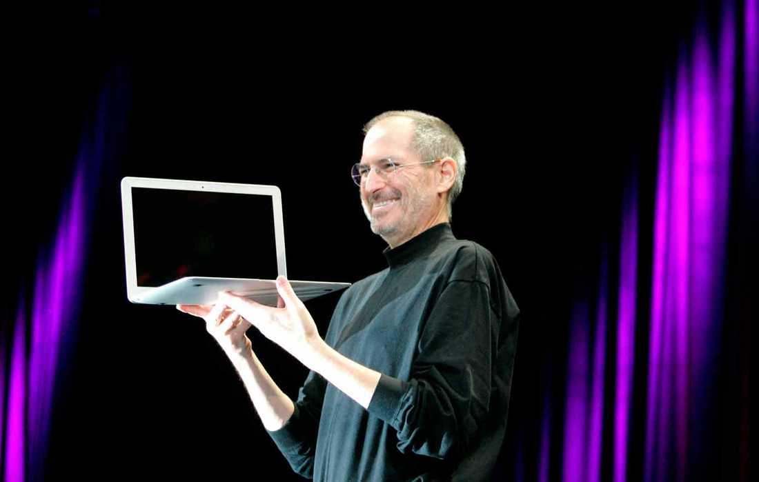 Långt från Apple I På MacWorld i San Francisco 2008 visar Steve Jobs upp den första MacBook Air.