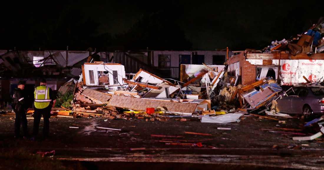 Ett budgethotell i El Reno i Oklahoma jämnades med marken av en tornado.
