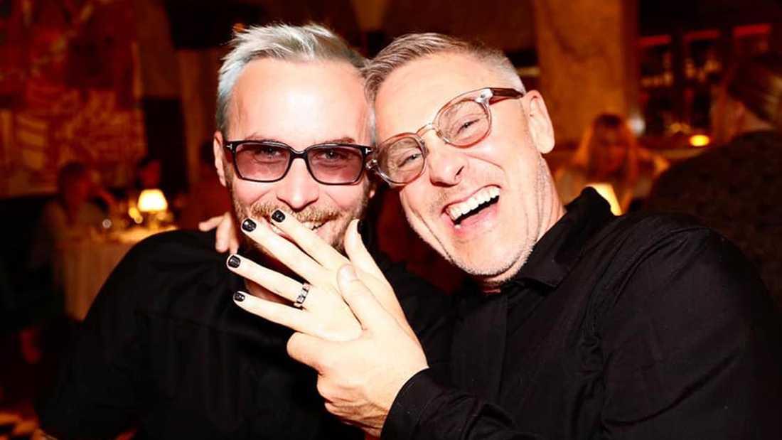 Modeprofilen Fredrik Robertsson och hovfrisören Johan Hellström.