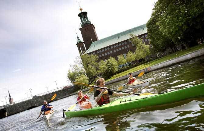 Drabbas om havsnivån stiger med två meter Stockholms stadshus.