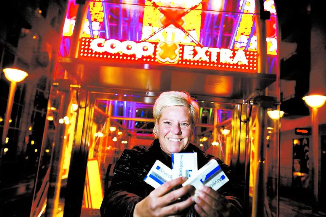 """Ulrika Andersson är en av tusentals livsmedelshandlare som snart får sälja receptfri medicin. """"Jag tror att kunderna kommer att gilla det här"""", säger hon."""