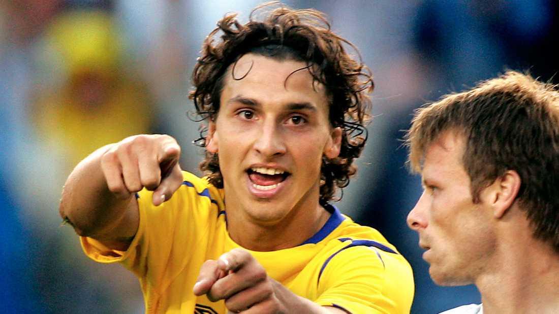 Lockhårig Det var en lockhårig Zlatan Ibrahimovic som spelade VM-kvalmatchen mot Bulgarien i september 2005.