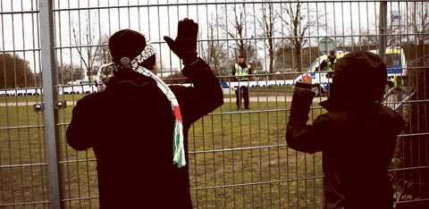 VILL STOPPA MATCHEN I Malmö demonstrerade man i går mot Davis Cup-matchen mellan Sverige och Israel.