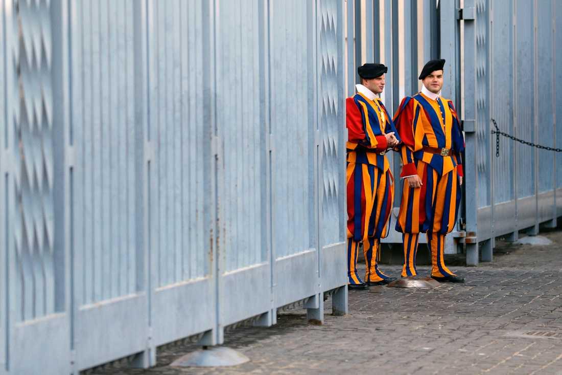 Vakter utanför Vatikanen