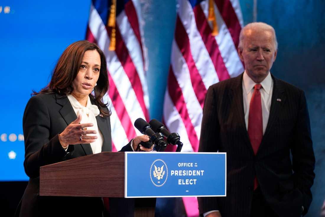 Tillträdande vicepresidenten Kamala Harris tillsammans med tillträdande presidenten Joe Biden.