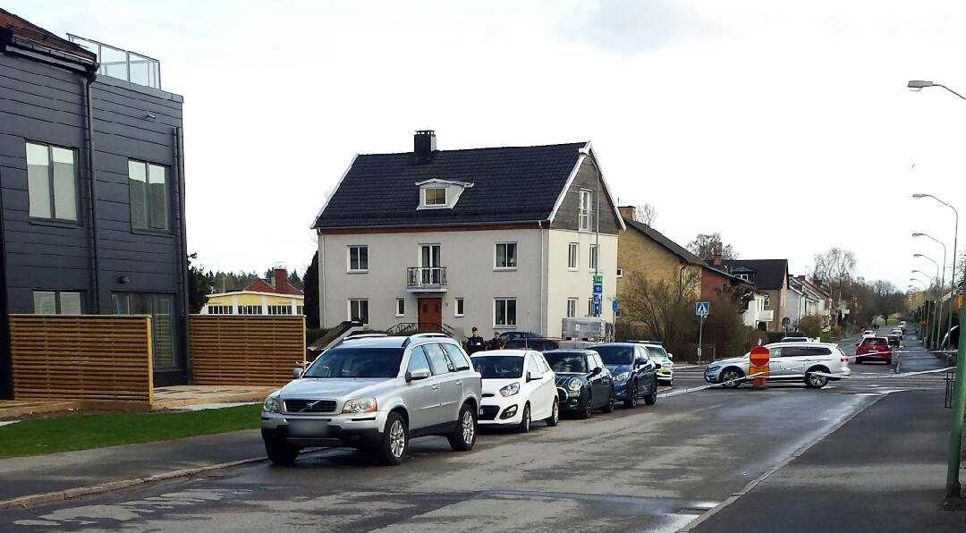 Enligt Aftonbladets uppgiftslämnare ska minst tre personer vara skadade.