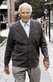 """han vAR NÖJD MED SITT LIV Stig Wennerström 1995, en gammal man som gick promenader och hälsade vänligt på dem han mötte. För tre år sedan gav han sin sista intervju: """"Om jag fick leva om mitt liv, jag är nog så dum att jag skulle låta det vara precis som det har varit"""", sa han till Året Runt."""