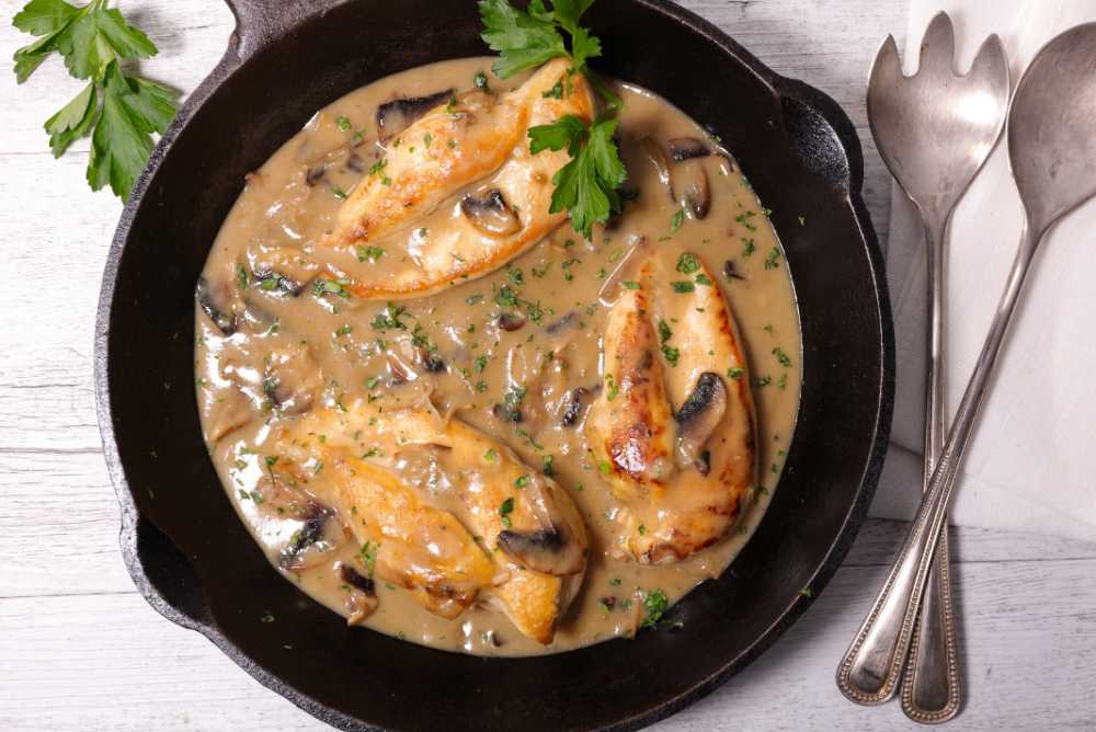 Kyckling i krämig champinjonsås