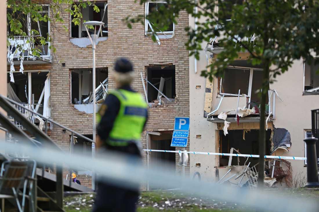 Skador på en fastighet efter den kraftiga explosionen i Linköping i juni. Arkivbild.
