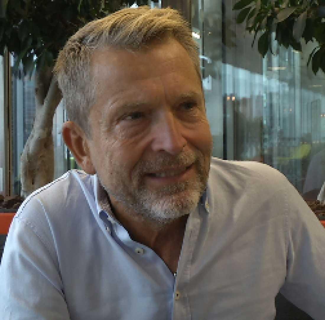Dick Malmlund, säkerhetskonsult på företaget Varningsinfo. Han hjälper företagare som känner sig lurade av nummerupplysningsföretagen 118700 och Riksdelen.