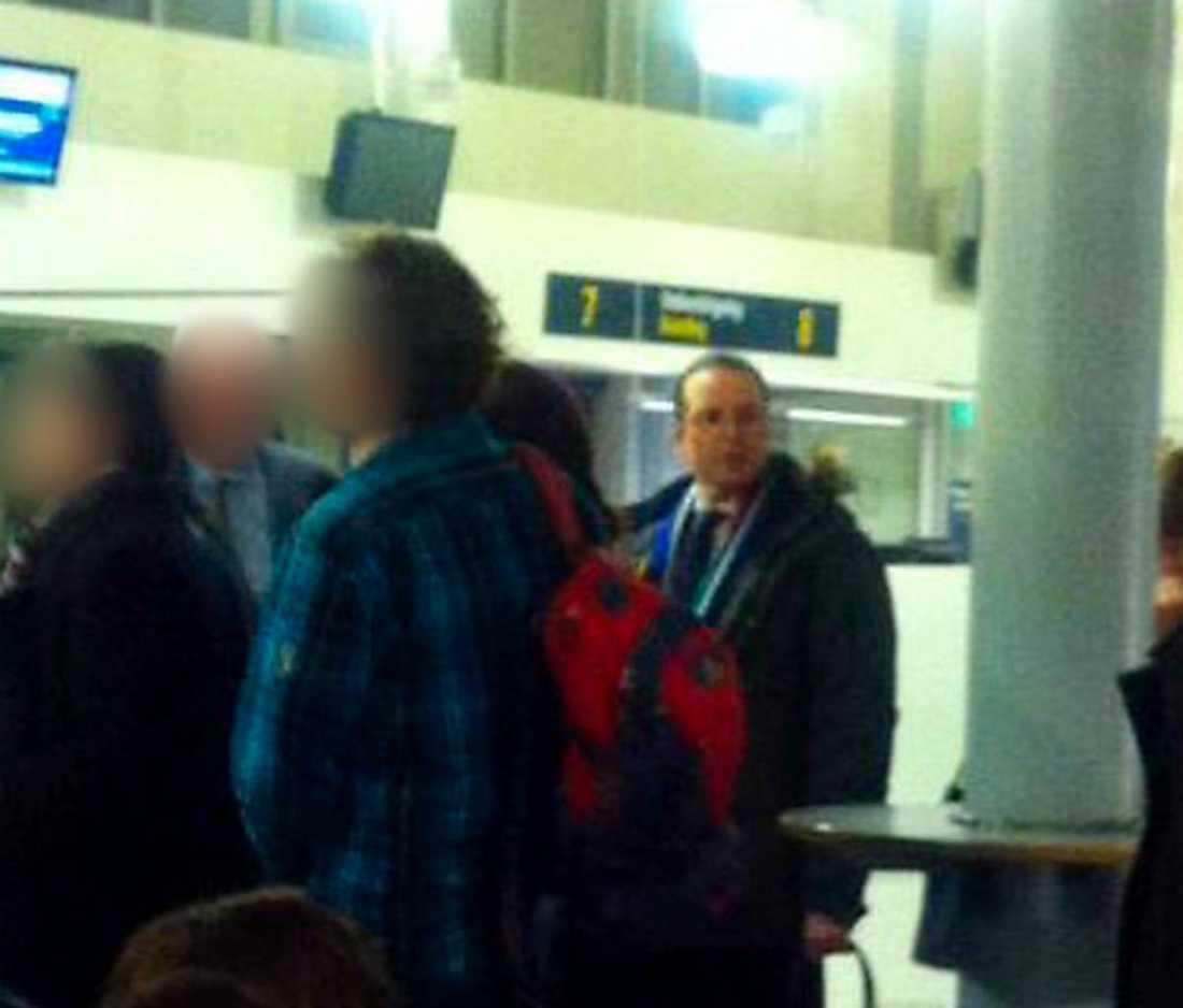 Förlorar förtroende Anders Borg på Bromma flygplats i går kväll. Finansministern fick flyga reguljärt till ett möte i Bryssel efter att regeringens eget plan fått problem med landningsstället i samband med starten. Men det är inte bara resandet som orsakar problem för Borg. Han tappar förtroende när det gäller att skapa en god ekonomisk utveckling i Sverige.