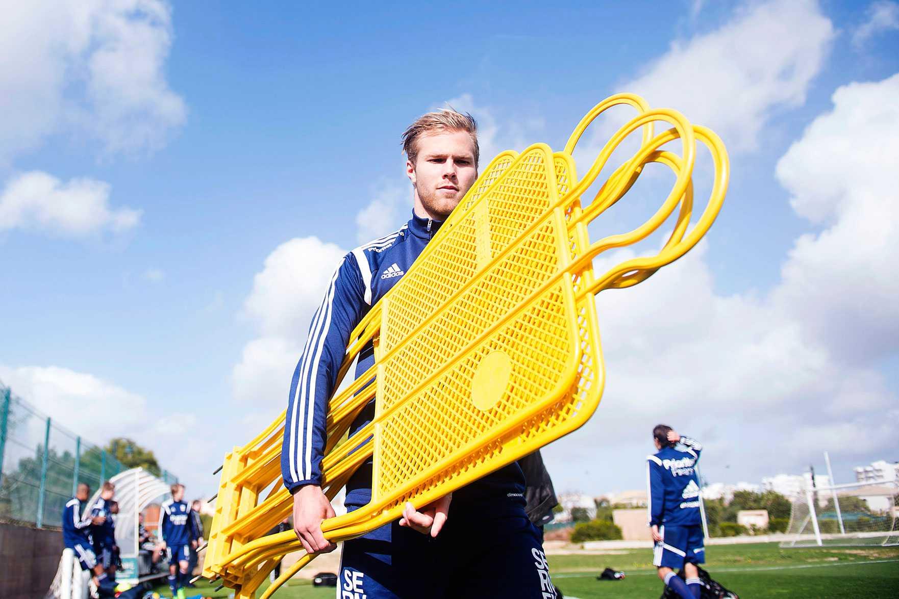 Gustav Engvall, 18, spås en lysande framtid men nu fokuserar han på kommande säsong och den tuffa uppgiften att ersätta Lasse Vibe om han flyttar.