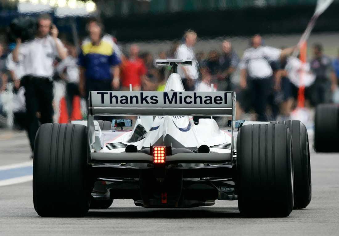 """2006 Polacken Robert Kubica tackade """"Schumi"""" efter hans år inom F1 då han sa att han skulle pensionera sig efter GP-loppet i Sao Paulo, Brasilien."""