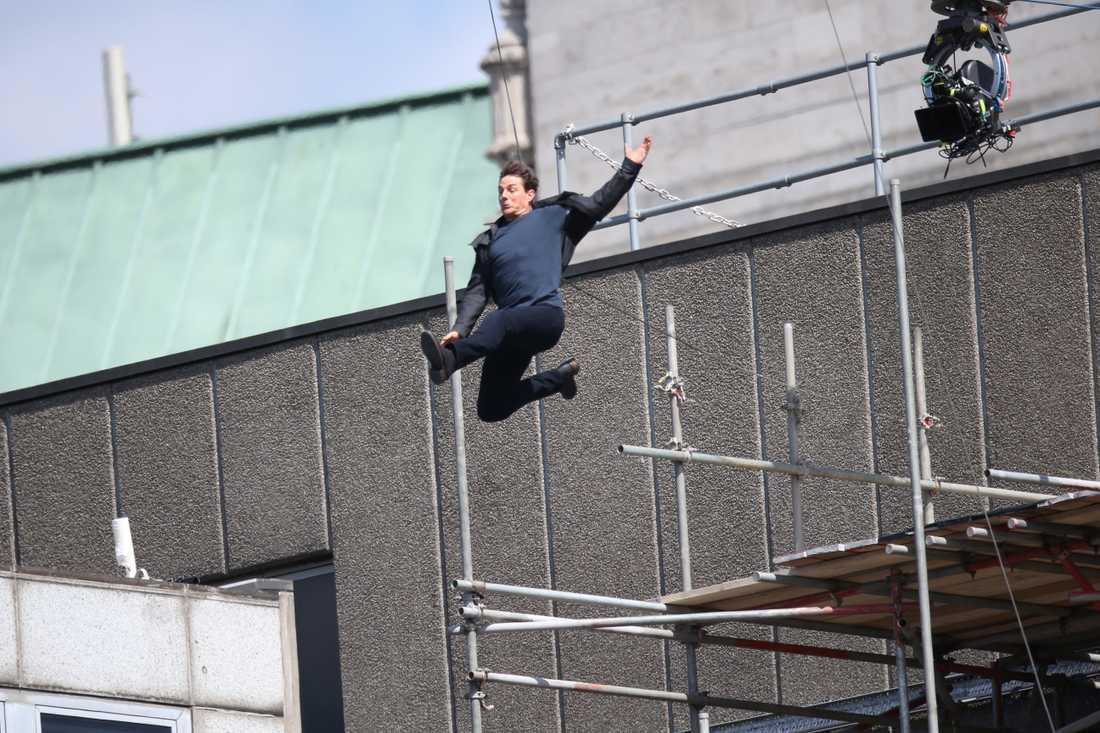 Tom Cruise under filminspelningen av Mission Impossible sex.