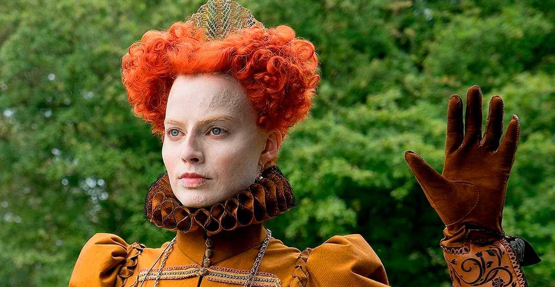 """Margot Robbie som drottning Elisabeth I i filmen """"Mary Queen of scots"""" som har premiär om två veckor."""