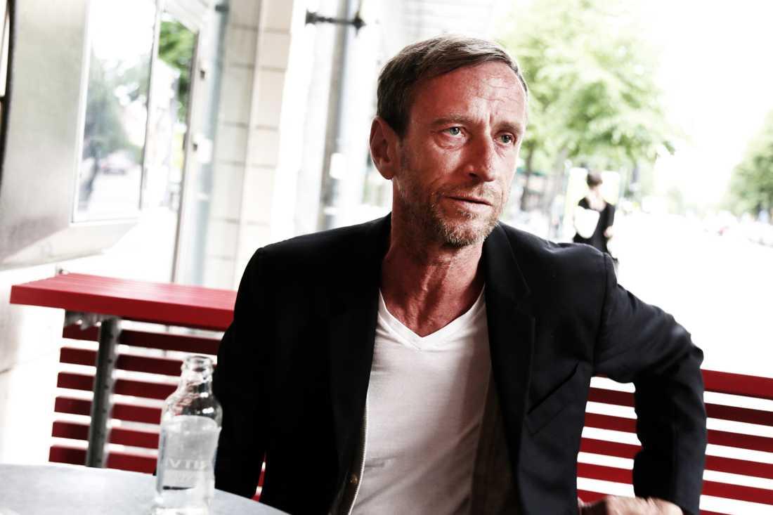Per Holknekt hann med 32 år inom modeindustrin. Nu lämnar han senaste projektet och sadlar om.