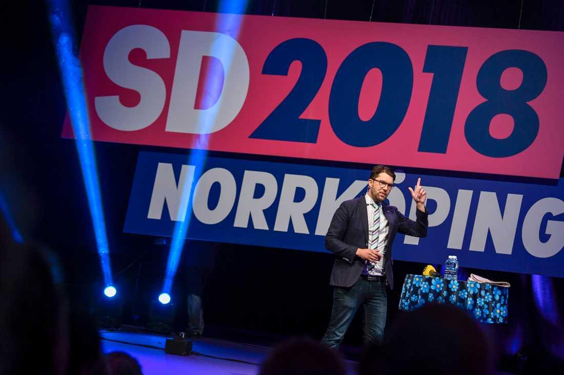 Sverigedemokraterna kan absolut tänkta sig att stödja en moderatledd regering, så länge som SD får igenom viktiga delar av sin politik, säger partiledaren Jimmie Åkesson vid Sverigedemokraternas utvecklingskonferens.