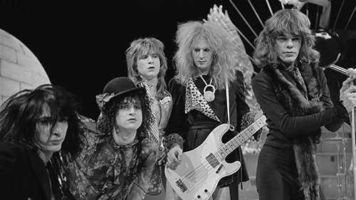 Sylvain Sylvain (tvåa från vänster) och de andra medlemmarna i New York Dolls 1973. Arkivbild.