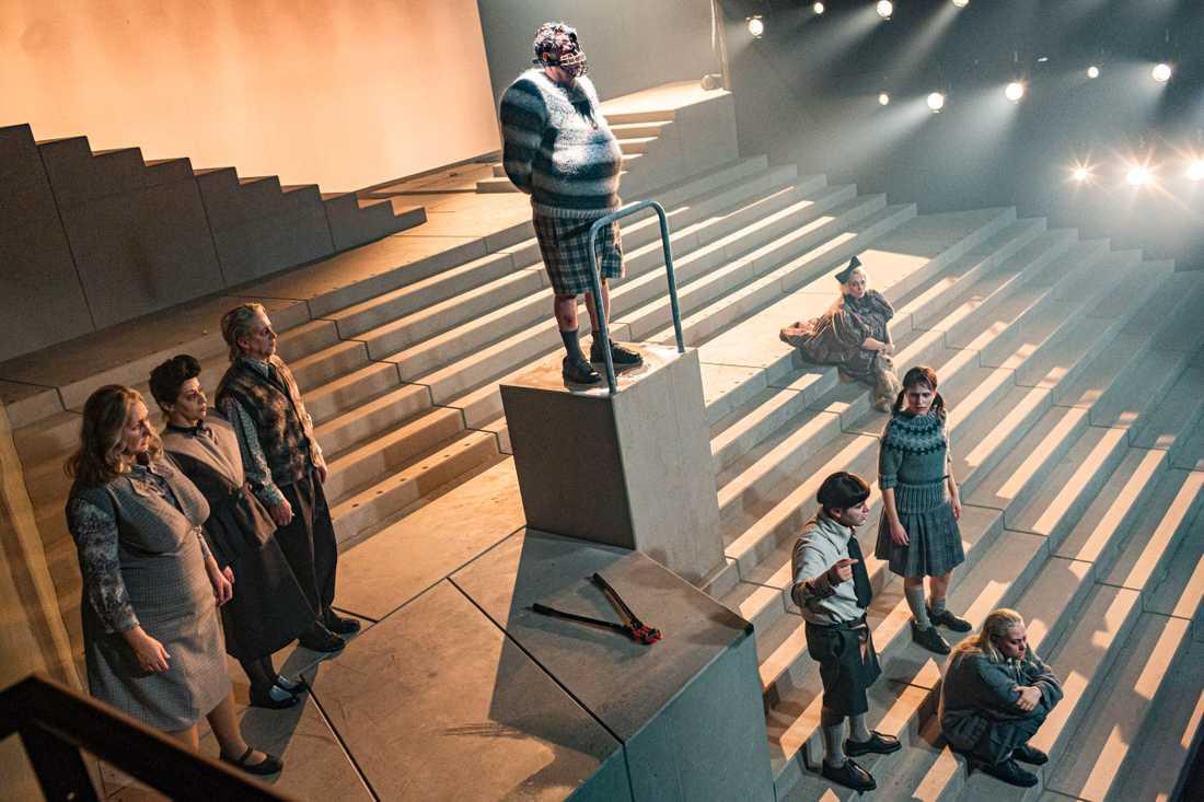 "Trött på människor? Ensemblen i Jens Ohlins ""Misantroperna"" på Folkteatern i Göteborg."