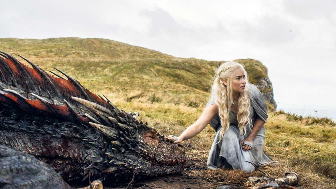 """I George RR Martins nya bok """"Eld och blod"""" berättas om Targaryen-ätten och de människor som omgav dem. På bilden Emilia Clarke som Daenerys Targaryen i tv-serien"""