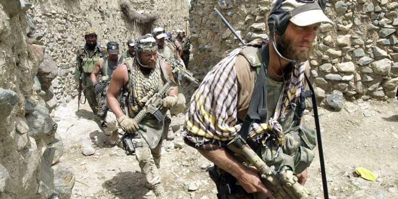 Dokumenten som Wikileaks publicerar på måndagen ska bevisa tidigare okända fall där civilbefolkning i Afghanistan dödats av amerikanska soldater. Tidsperioden som omfattas är 2004 till och med 2009.Bilden är från en amerikansk offensiv i området öster om Kabul 2002.