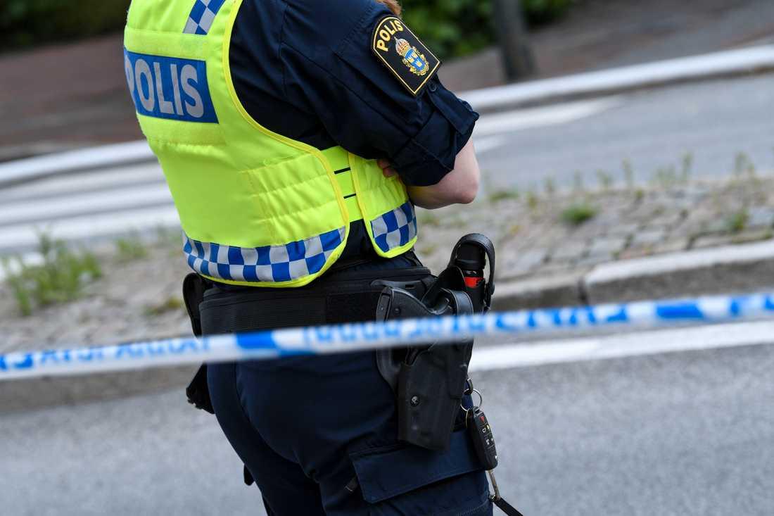 Vittnen ska ha sett och hört hur skott avlossades från en bil mot en annan i Halmstad. Arkivbild.