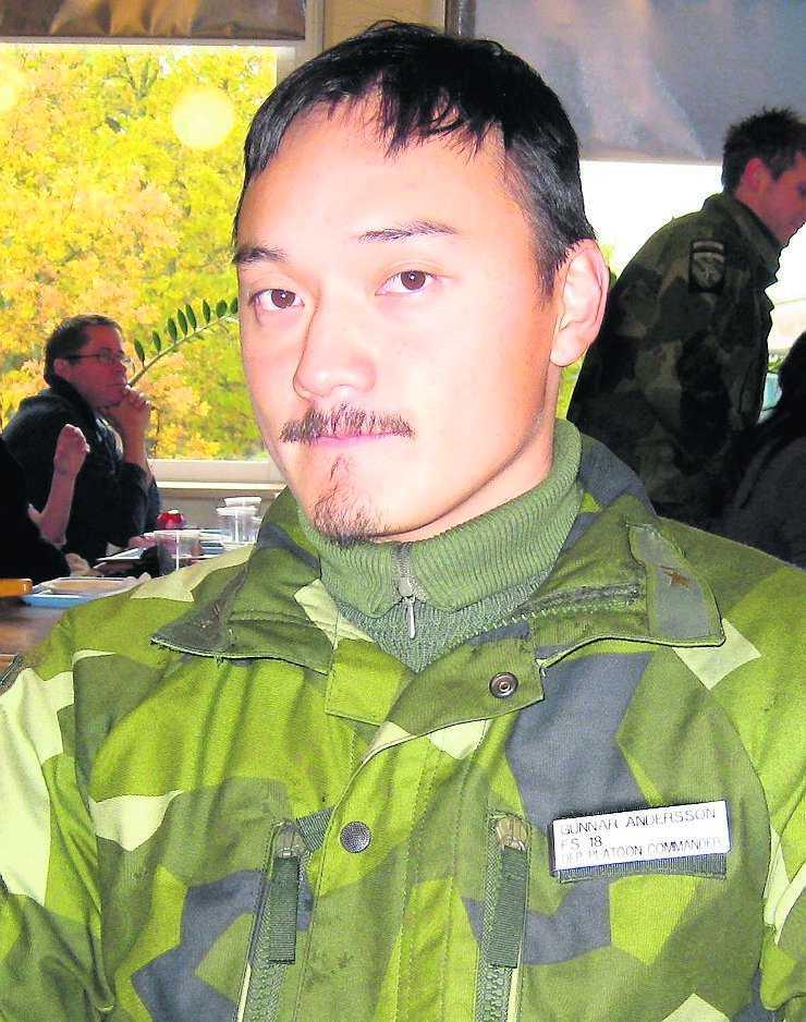 SKÖTS AV EGNA? Johan Palmlöv (överst) och Gunnar Andersson dödades i Afghanistan den 7 februari.