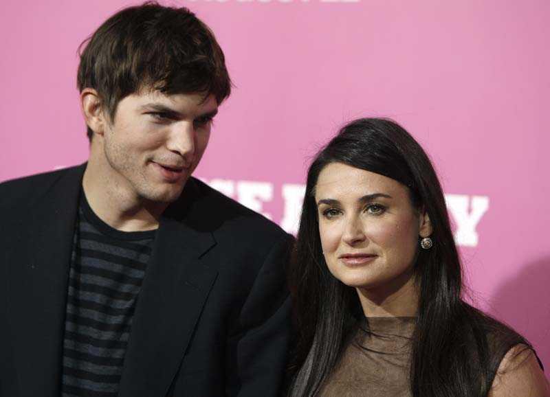 Ahston Kutcher och Demi Moore ska adoptera, enligt en källa.