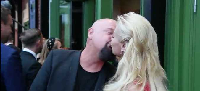 Aftonbladet fångade paret i pussen innan Kristallengalan.