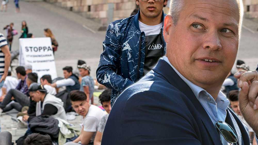 Vårt krav är lika enkelt som självklart. Nu är det nog! Vi kräver permanenta uppehållstillstånd för alla Sveriges ensamkommande ungdomar, av alla nationaliteter, som varit här i mer än ett år, skriver debattörerna.