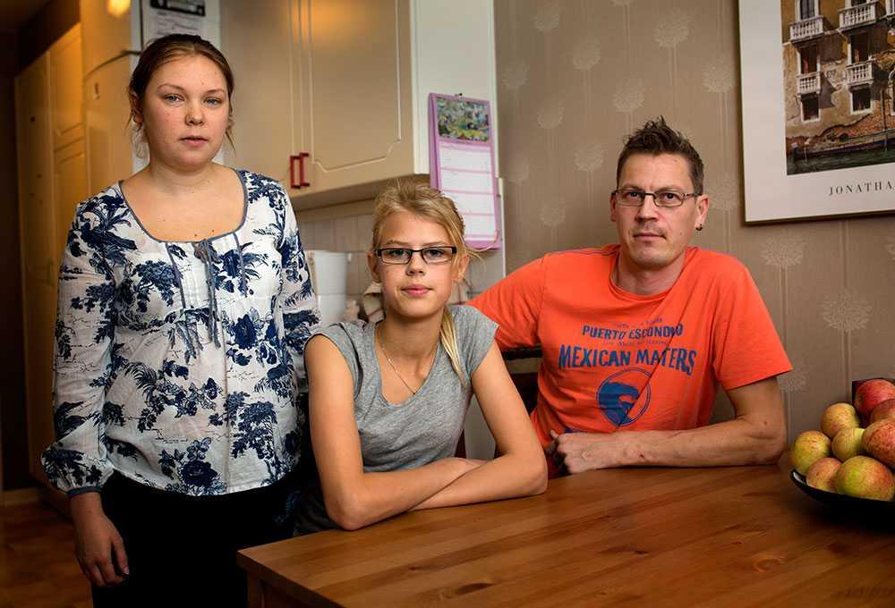 Malin Widell och Martin Nylander nekades att köpa folköl för att dottern Linnéa Eriksson (mitten) var med.