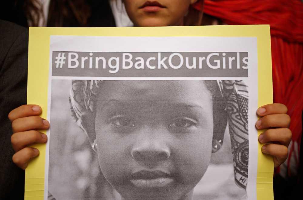 I ett år har de 200 skolflickorna som kidnappades av terrorsekten Boko Haram varit försvunna, en del har släppts under året med fortfarande saknas flera.