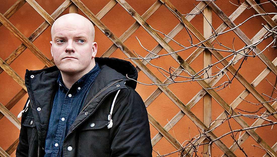 Henrik Bromander (f1982) är författare, serietecknare och dramatiker.