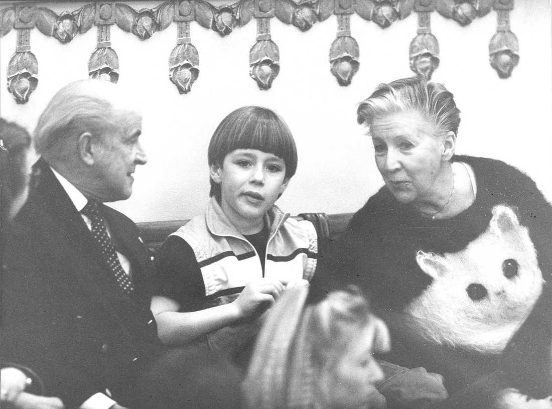 Ingvar Kjellson träffar operasångerskan Kjerstin Dellert och hennes barnbarn.