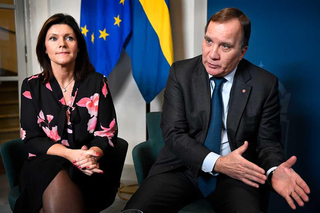 Eva Nordmark, arbetsmarknadsminister, och statsminister Stefan Löfven.