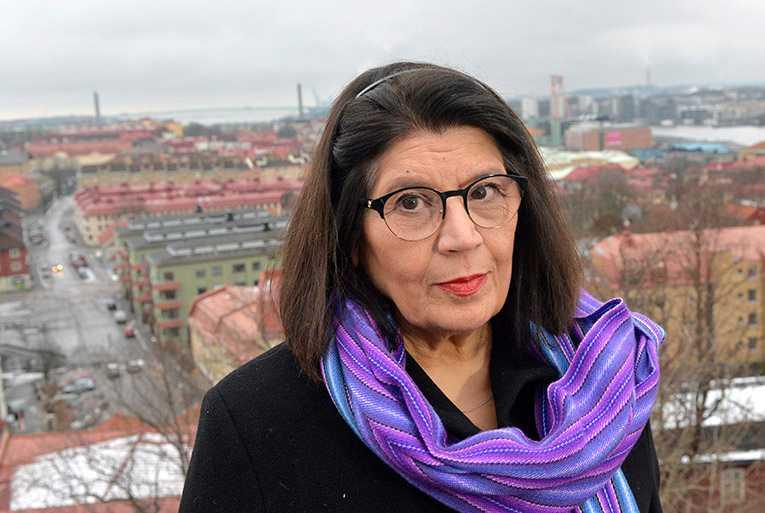 Författaren Jila Mossaed har valts in på stol nummer 15.
