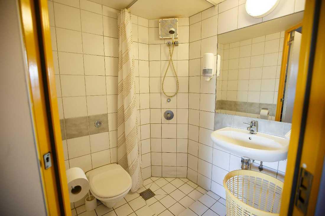Anders Behring Breiviks fängelsecell är en specialbyggd lägenhet. Han har bland annat tillgång till tv och en dator utan internet.