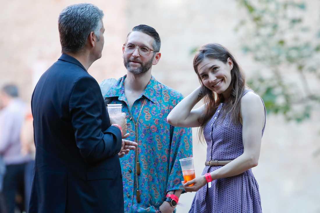 Amanda Knox tillbaka i Italien tillsammans med sin nuvarande pojkvän Christopher Robinson (i mitten).