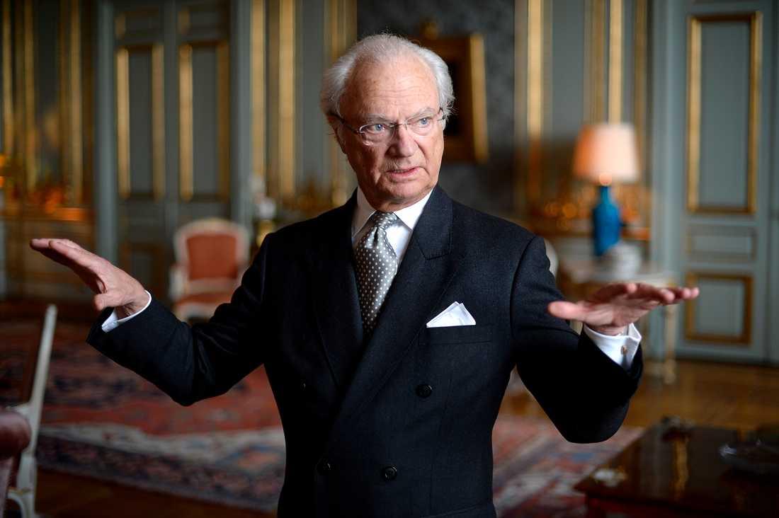 Kungen har skickat ett pressmeddelande om Svenska Akademien.